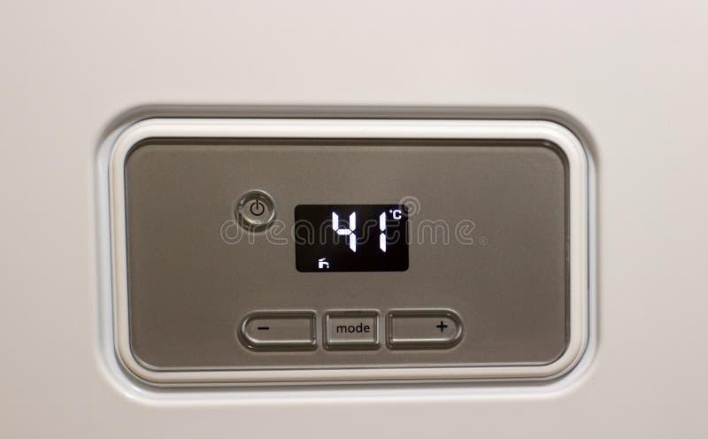 gaz de thermostat à un intérieur 41 Celsius de maison photographie stock libre de droits