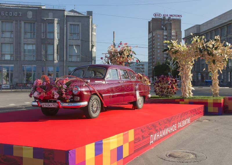 GAZ-12 en el día de Novosibirsk imagen de archivo