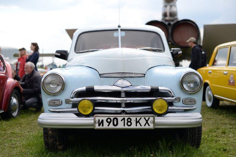 Gaz retro 20 del emblema del coche imagenes de archivo