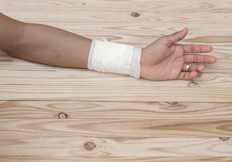 Gaza bandaż ręki kontuzja częstowanie pacjenci z ręką fotografia royalty free