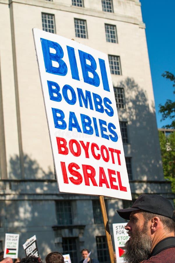 Gaza: Houd de verzameling van het Slachtingsprotest in Whitehall, Londen, het UK tegen royalty-vrije stock foto