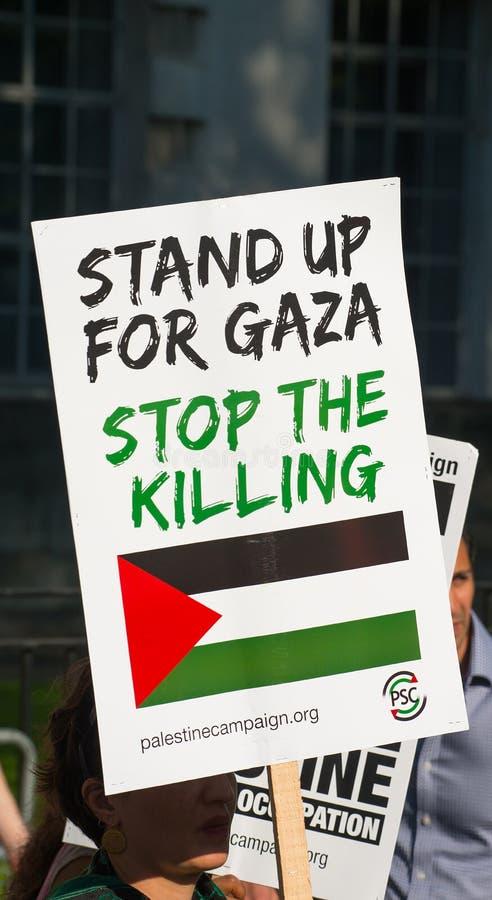 Gaza: Houd de verzameling van het Slachtingsprotest in Whitehall, Londen, het UK tegen royalty-vrije stock foto's