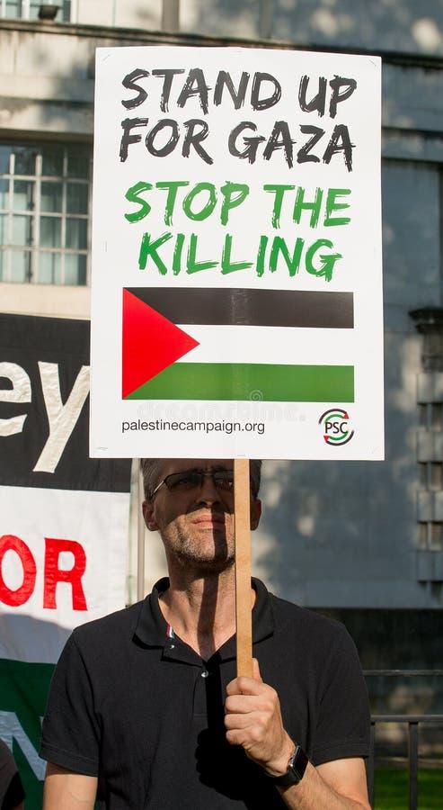 Gaza: Houd de verzameling van het Slachtingsprotest in Whitehall, Londen, het UK tegen royalty-vrije stock fotografie