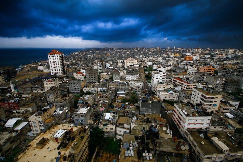 Gaza-Stadt an einem Tag gefüllt mit Wolken des Steigens stockfotografie