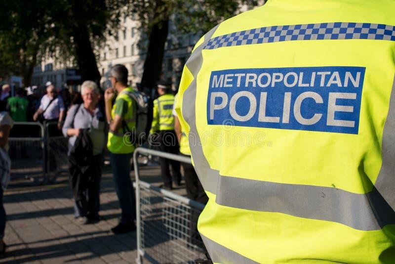 Gaza: Stoppa massakerprotesten samlar i Whitehall, London, UK royaltyfria bilder