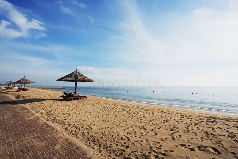 Gazebo à la belle plage photos stock