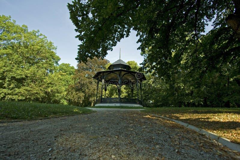 Gazebo в парке стоковое изображение