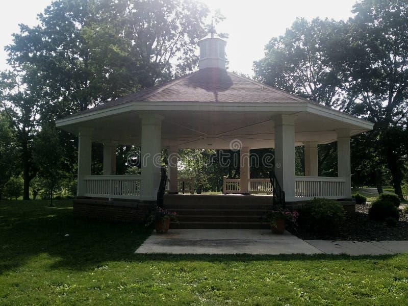 Gazebo al parco di storia del lago in Illinois immagine stock