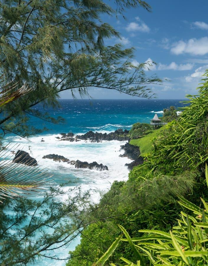 Gazebo auf Küste nahe Hana auf hawaiischer Insel von Maui lizenzfreies stockfoto