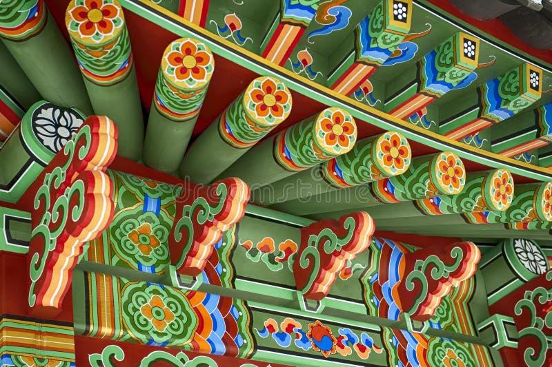 Gazebo coreano tradicional del jardín imagenes de archivo