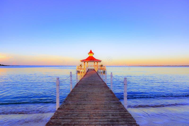 Gazebo del puente del mar imagen de archivo libre de regalías