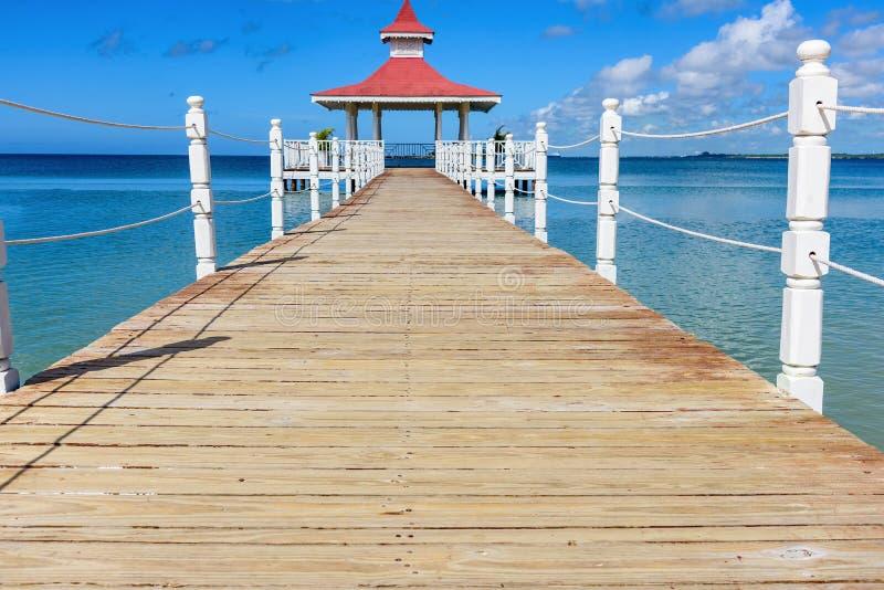 Gazebo del puente del mar fotos de archivo