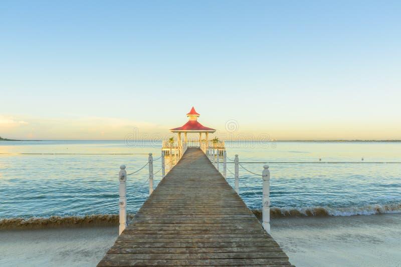 Gazebo del puente del mar foto de archivo
