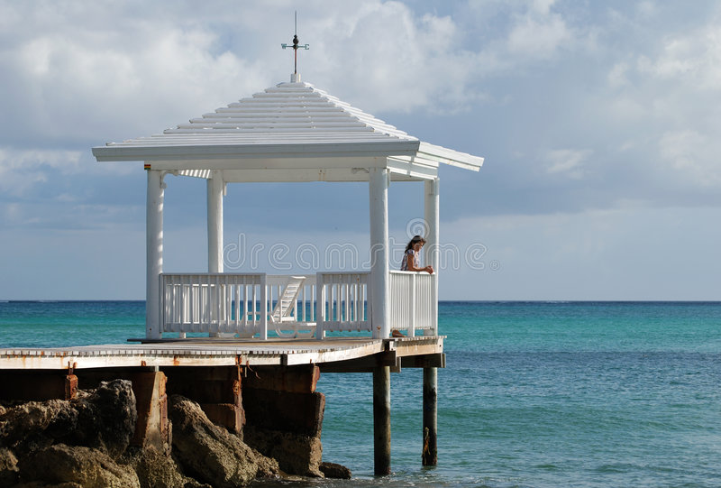 Gazebo della spiaggia di Sandyport immagine stock libera da diritti