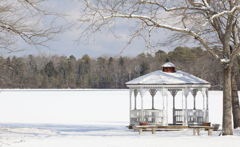 Gazebo do inverno fotografia de stock