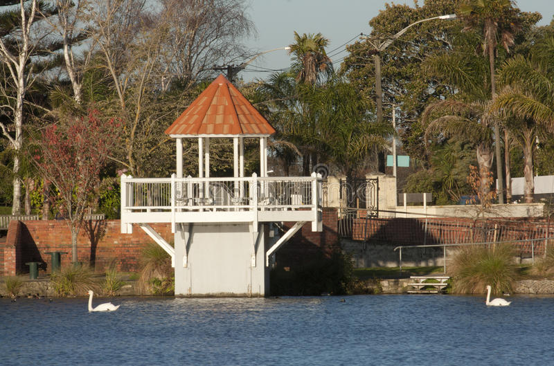 Gazebo en Virginia Lake foto de archivo