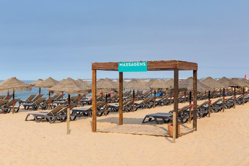 Gazebo för massage på stranden i Portugal Algarve royaltyfri foto