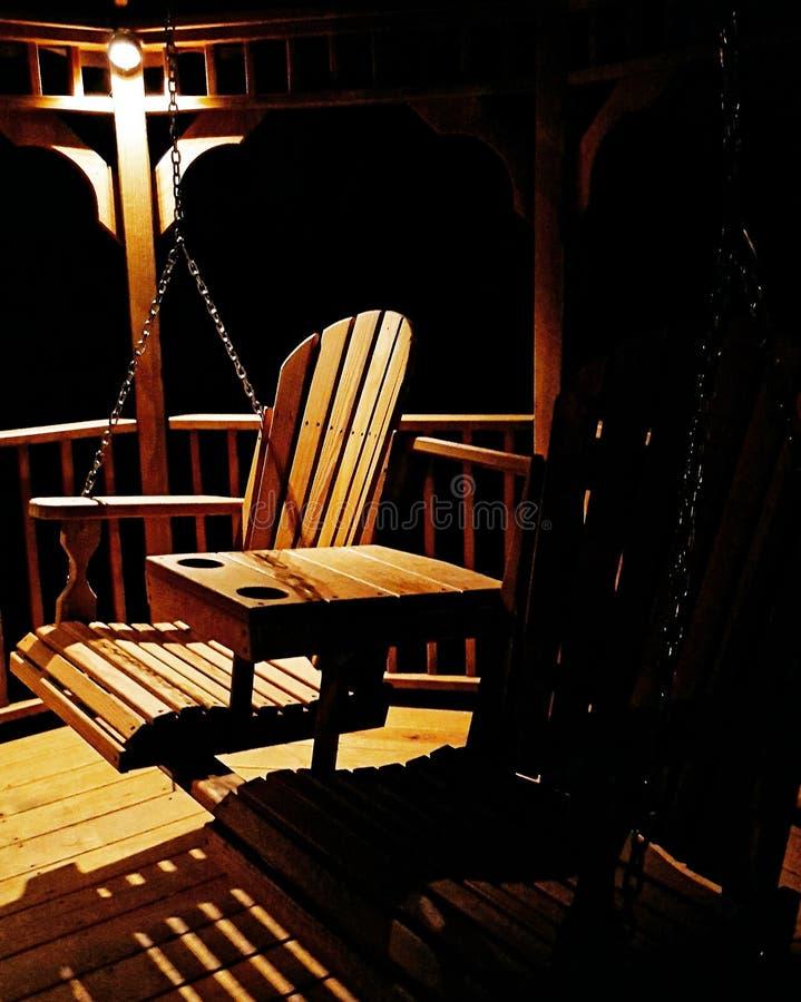 Gazebo huśtawka przy nocą fotografia stock