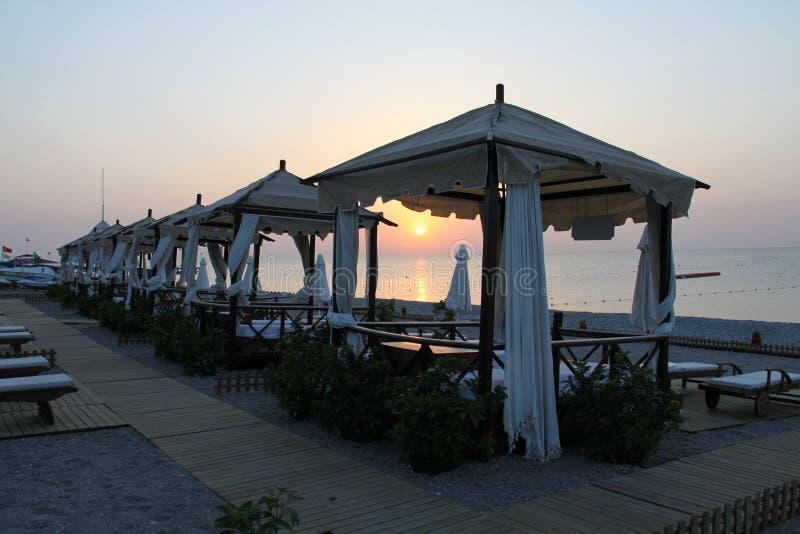 Gazebo made of wood, Pavillon. Der Pavillon ist ein freistehendes, leichtes Bauwerk in einer Garten- oder Parkanlage stock photos