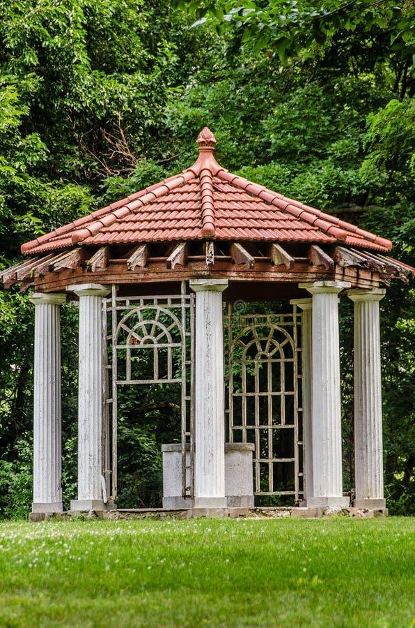 Gazebo realmente vecchio della struttura al palazzo dell'azienda agricola di Longview fotografia stock