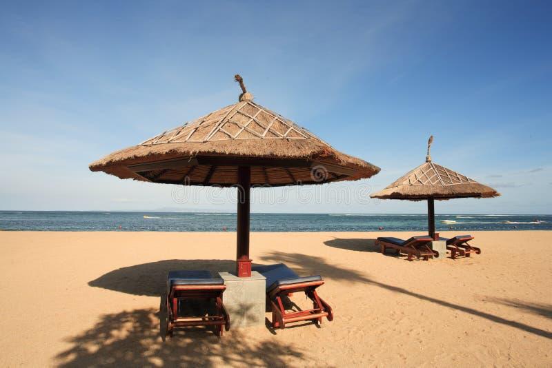 Gazebo am schönen Strand stockfoto