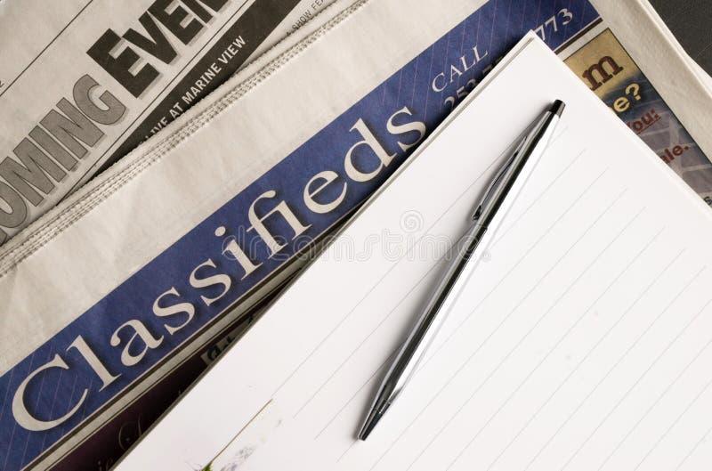 Gazet Lokalnych Nadchodzący wydarzenia Klasyfikujący reklamy pióra papieru Jpb polowanie zdjęcie stock