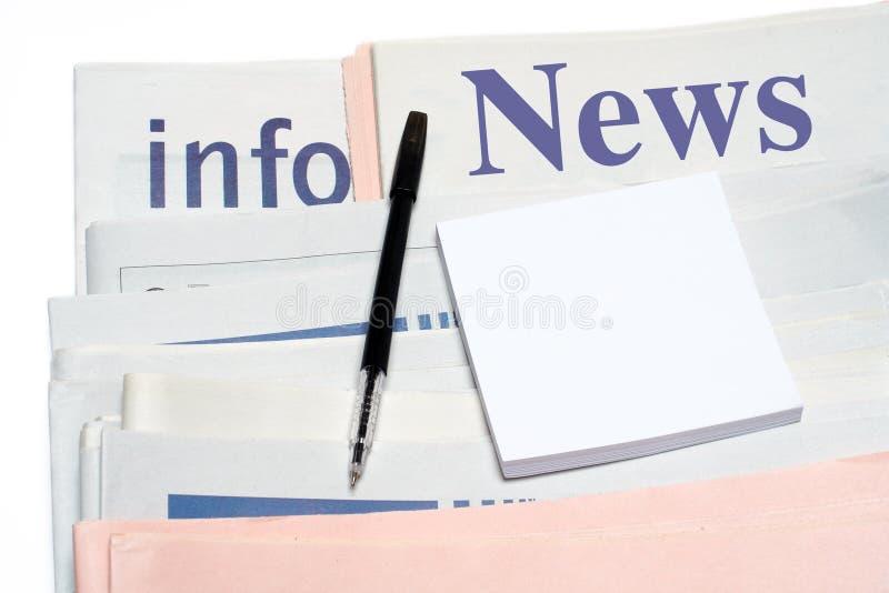gazety zauważają piórem brogującym nad zdjęcia royalty free