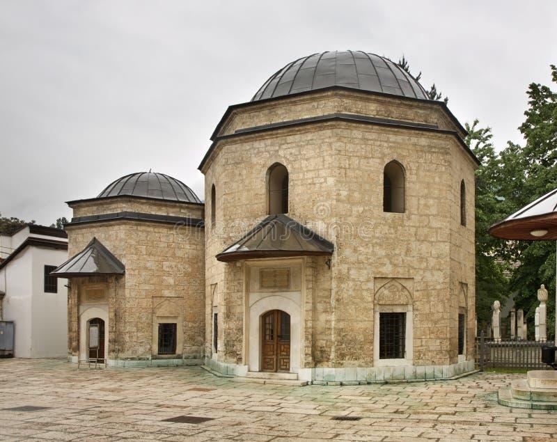 Gazi坟茔在萨拉热窝Husrev乞求 达成协议波斯尼亚夹子色的greyed黑塞哥维那包括专业的区区映射路径替补被遮蔽的状态周围的领土对都市植被 图库摄影