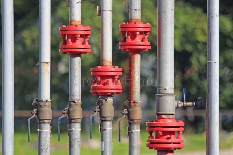 Gazociąg z zasięrzutnymi żurawiami zdjęcia stock