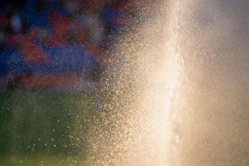 Gazon d'irrigation Terrain de football de arrosage d'arroseuse images libres de droits