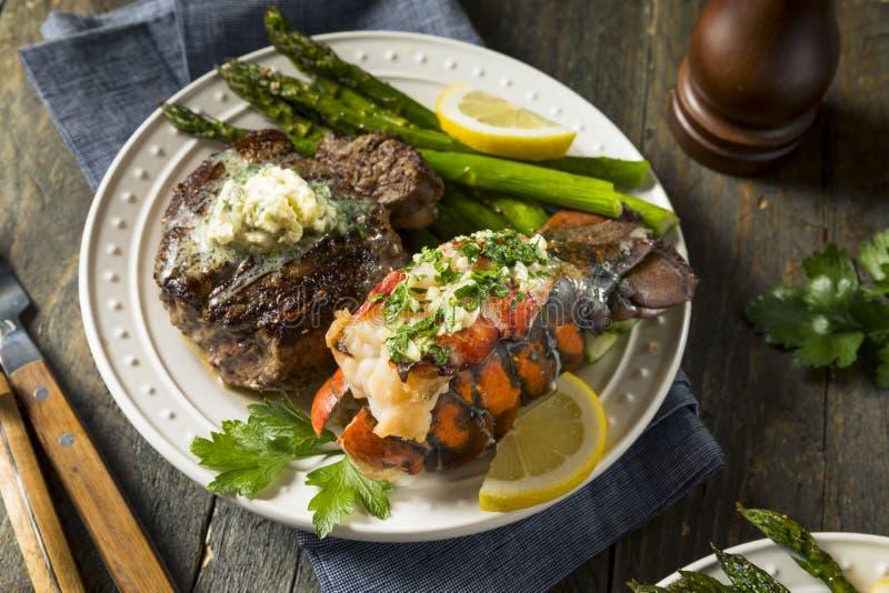 Gazon fait maison du ressac n de bifteck et de homard photo libre de droits