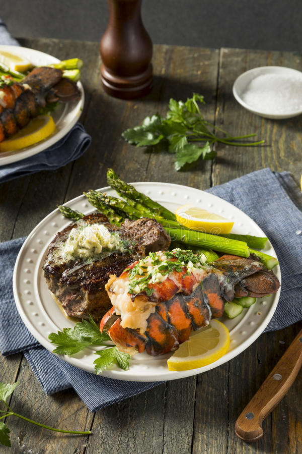 Gazon fait maison du ressac n de bifteck et de homard photos stock