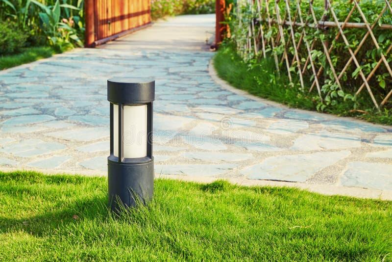 Gazonlamp, landschapsverlichting stock foto
