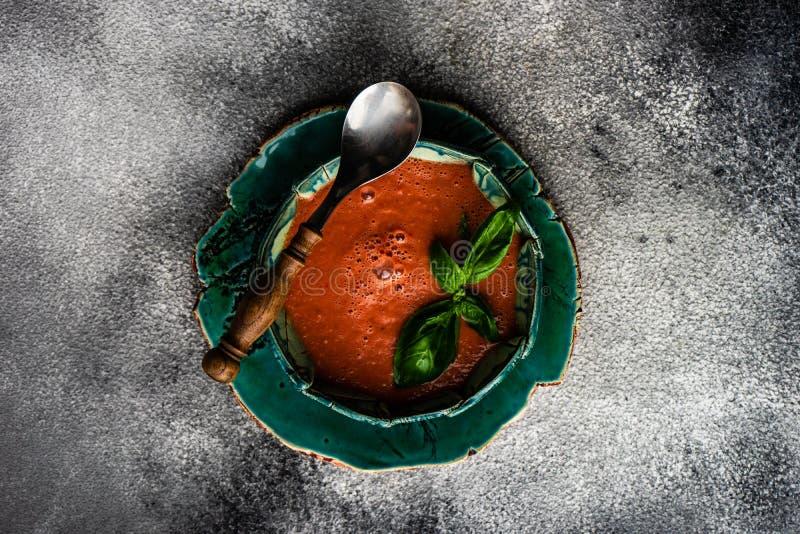 Gazpacho espanhol tradicional da sopa do tomate fotografia de stock