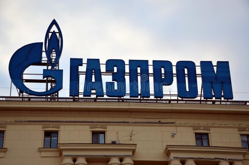 GAZPROM logo na fasadzie budynek zdjęcie stock