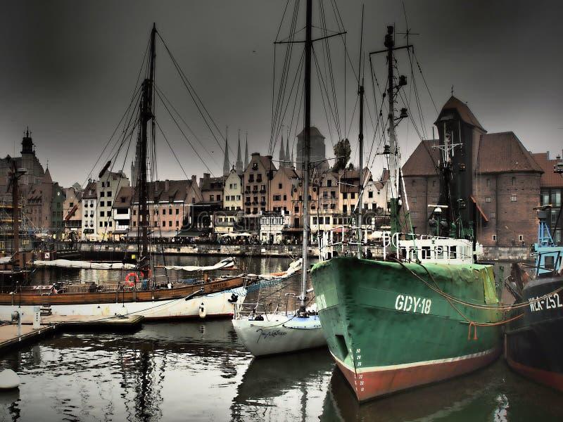 Gdansk är en av de äldsta och största polska städerna, lokaliserat i Pomerania på Vistulaet River på Östersjön - Polen arkivfoton