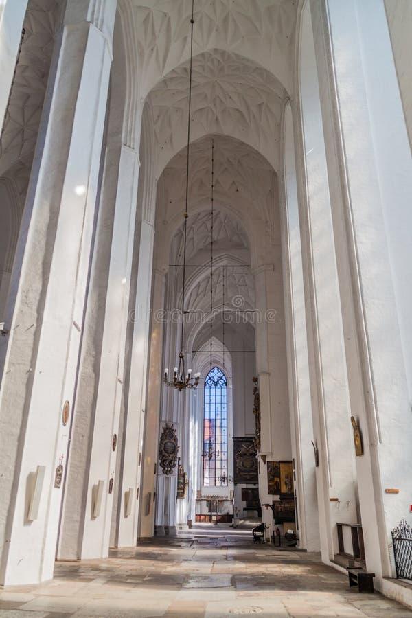 GDANSK, POLÔNIA - 1º DE SETEMBRO DE 2016: Interior da igreja de St Mary em Gdans fotos de stock