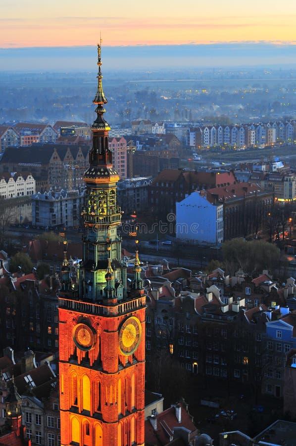 Gdansk, Polônia, o 2 de dezembro de 2017 Torre da câmara municipal vista de cima de fotografia de stock