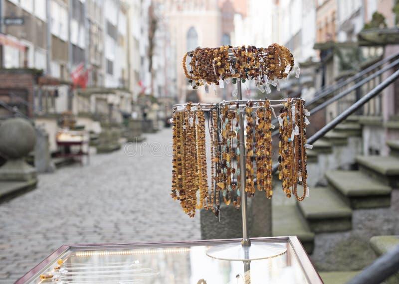Gdansk, Polônia, suporte na rua que vende o âmbar fotografia de stock