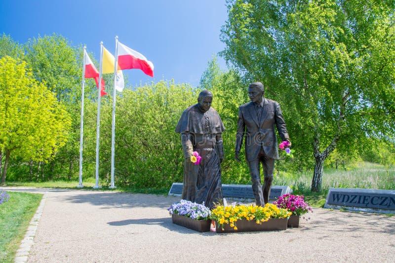 Gdansk, Polônia - 22 de maio de 2017: Monumento do papa John Paul II e do presidente Ronald Regan em Ronald Regan Park em Gdansk- imagem de stock