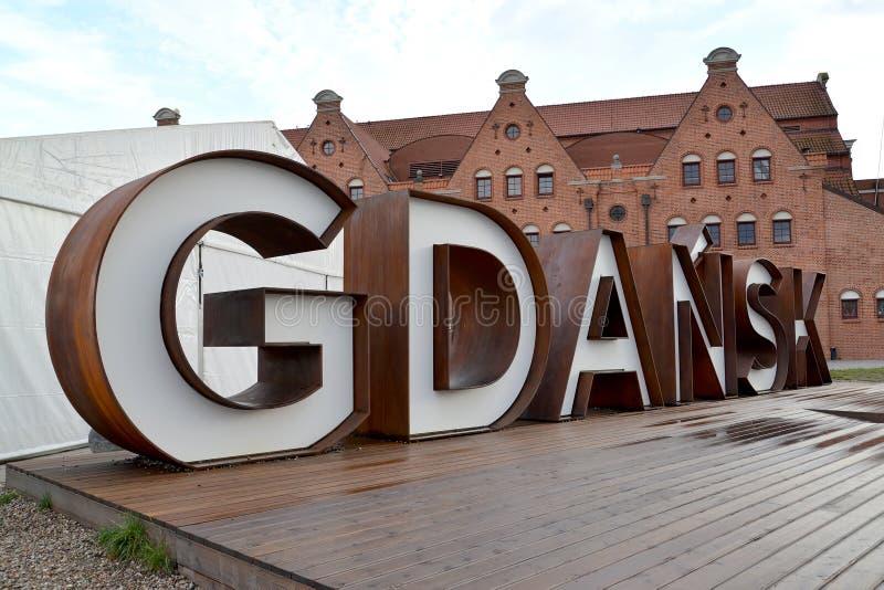 gdansk poland Installation - inskriften 'Gdansk 'på en träställning royaltyfria bilder