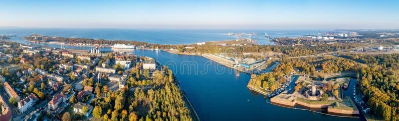 gdansk poland Panorama med Wisloujscie, port, Westerplatte arkivfoton