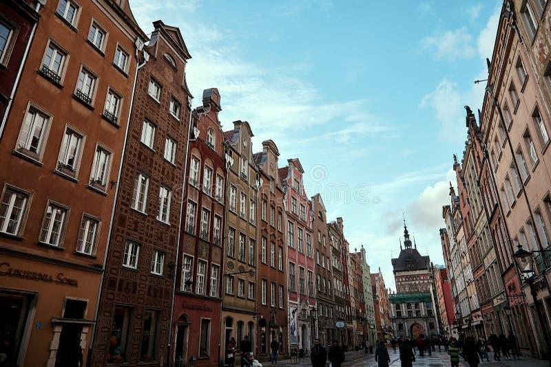 Gdansk, Poland Rua famosa de Dluga Fachadas de construção bonitas foto de stock