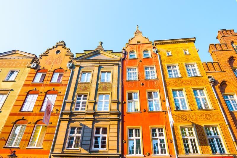 GDANSK, POLEN - AUGUST 2018: Lang Market Street, typische bunte dekorative mittelalterliche alte Häuser, königliche Weg-Architekt lizenzfreie stockfotografie