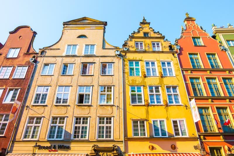 GDANSK, POLEN - AUGUST 2018: Lang Market Street, typische bunte dekorative mittelalterliche alte Häuser, königliche Weg-Architekt stockfoto