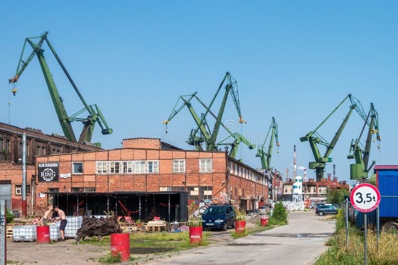 GDANSK, POLEN - AUGUST 2018: Gdansk-Werft durch Weichsel, der Geburtsort von Politur solidarität eine Ansicht der Werft und lizenzfreies stockfoto
