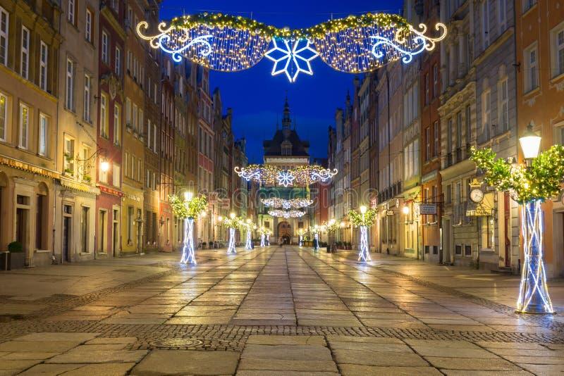 Gdansk, Polen - 5 januari 2020: Prachtige architectuur van Gdansk met kerstligden in Polen Gdansk is historisch royalty-vrije stock afbeeldingen