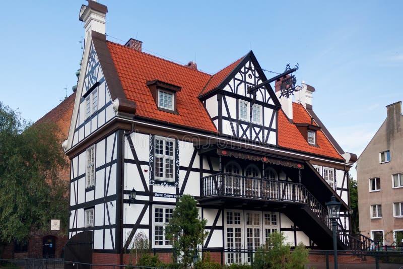 GDANSK, POLEN - JUNI 07, 2014: De helft-betimmerde die bouw als het Huis van het Gilde van Molens wordt bekend royalty-vrije stock afbeelding