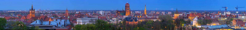GDANSK POLEN - MAJ 6, 2016: Panorama av centret i Gdansk p? natten, Polen Gdansk ?r den historiska huvudstaden av polermedel royaltyfri bild