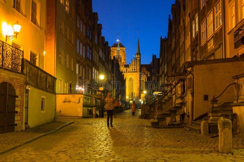 Gdansk, Polonia - 7 de abril de 2019: Calle de Mariacka en la ciudad vieja de Gdansk en la noche, Polonia Gdansk es el capital hi fotografía de archivo